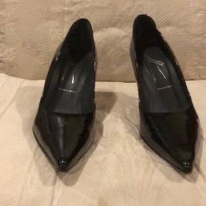 Donald j pliner pumps size 10M black